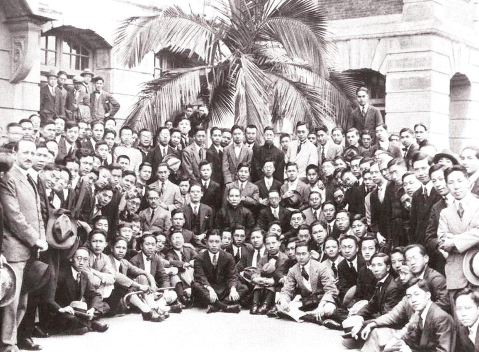 1923年2月20日,孫中山先生重返廣州時路經香港,應邀前往香港大學作公開演講,其間他提到「革命思想係從香港得來」,因年輕時在香港讀過書。(網絡圖片-港大馮平山圖書館提供)。