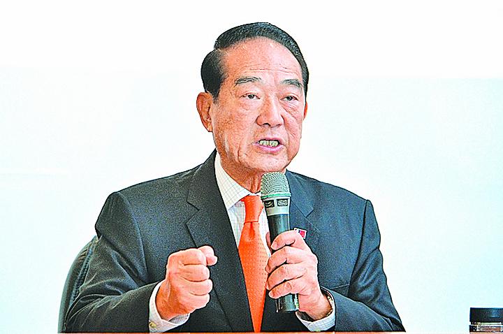 宋楚瑜曾任新聞局長及台灣省長,被認為學養經歷俱豐,了解政經情勢,嫻熟國際事務,在推動區域發展建設上績效卓著。(中央社)