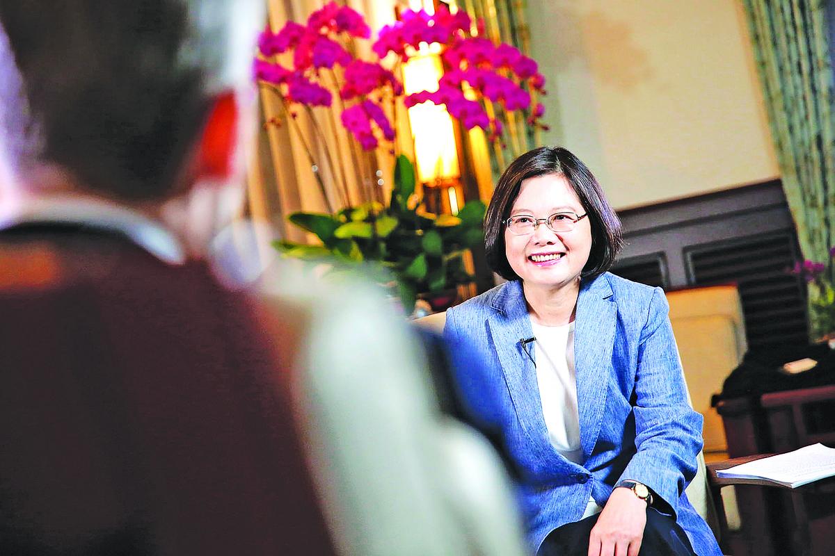 專家解讀,蔡英文在專訪中的發言展現了她在台海關係上的最後底線。(總統府提供)