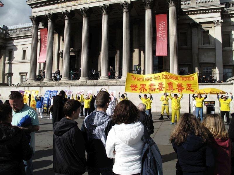 英法輪功學員集會遊行 民眾支持反迫害