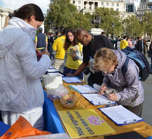 明白真相的民眾紛紛簽名反活摘。