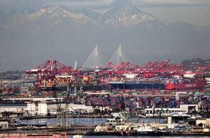 全球集裝箱告急 沃爾瑪等零售巨頭租船運貨