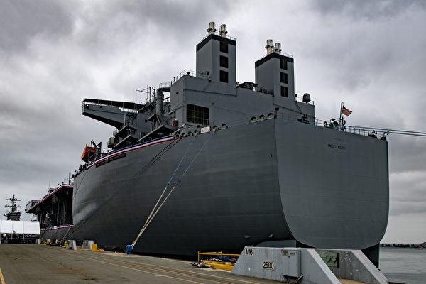 美國海軍遠征移動基地艦「米格爾•基思」號(USS Miguel Keith)10月8日晚抵達位於日本西部的佐世保基地。圖爲「米格爾•基思」號。 (U.S. Navy photo by Mass Communication Specialist 2nd Class Kevin C. Leitner)