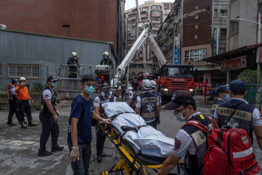 台灣高雄鹽埕區「城中城」大樓今天(10月14日)凌晨近3時發生火災,事故造成46人死亡,41人受傷。(Lam Yik Fei/Getty Images)