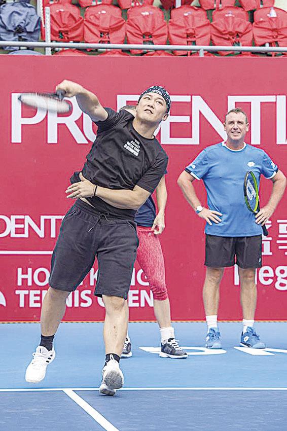 陳奕迅喜歡打網球,球技更被大會主持讚標準。(陳奕迅facebook)