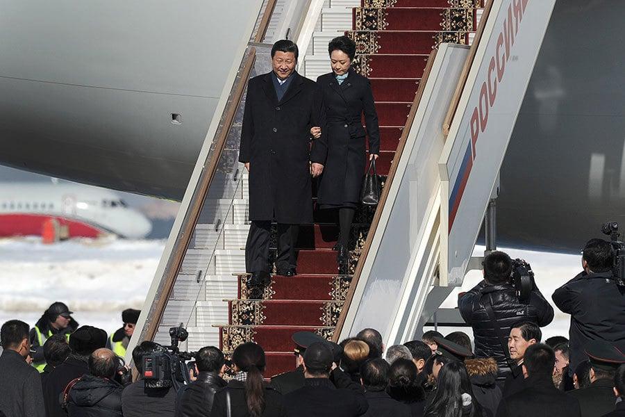 在海內外關注的中共十八屆六中全會即將召開之際,10月10日,大陸官方媒體發佈消息稱,習近平將於13日至17日對柬埔寨、孟加拉進行國事訪問,並出席在印度果阿舉行的金磚國家領導人第八次會晤。(ALEXANDER NEMENOV/AFP)