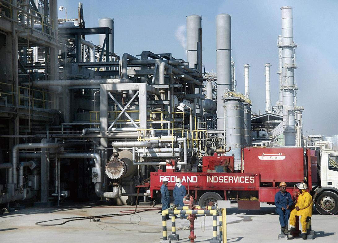 在產油國醞釀凍產和減產的傳聞下,西德州原油已從8月2日的低谷39.2美元/桶至今已大漲約30%。(AFP/Getty Images)