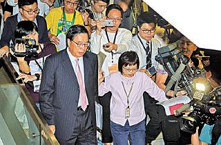 競逐立法會主席的梁君彥因英國國籍問題,參選資格被質疑,最後仍在建制派支持下當選。(潘在殊/大紀元)