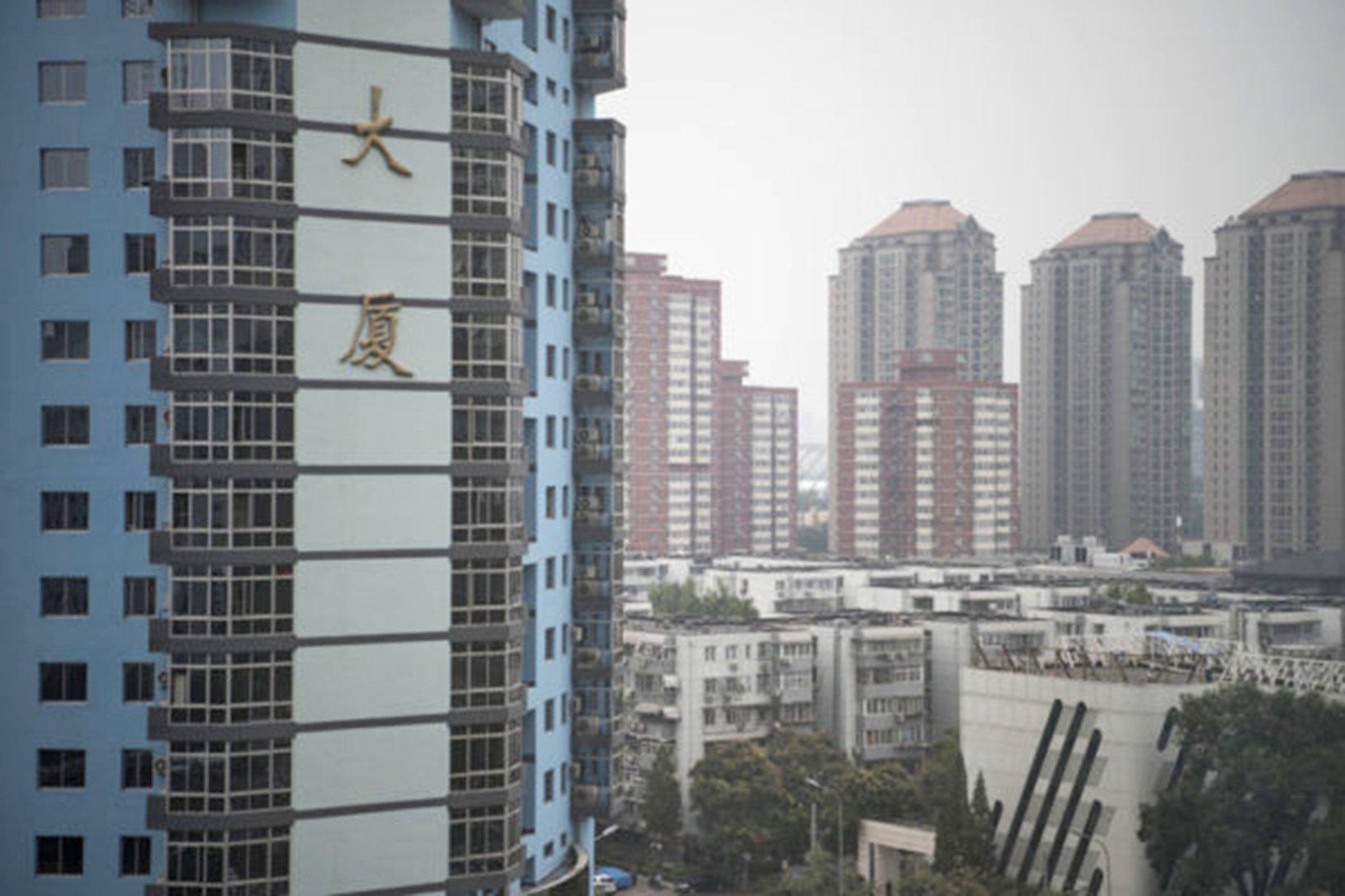 當局調控樓市,多地成交量開始降溫。 (FRED DUFOUR/AFP)