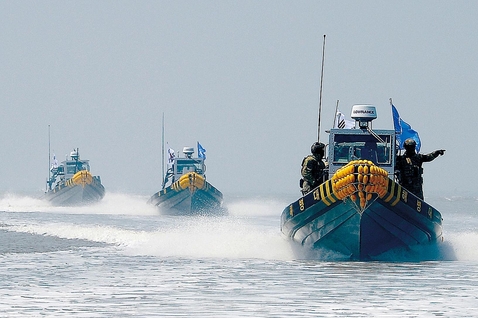 韓聯社發表評論稱,黃海已成為真正的戰場,中國船員暴力抗法與韓國海警從嚴執法形成惡性循環,但兩國政府目前的外交解決手段基本無濟於事。(AFP)