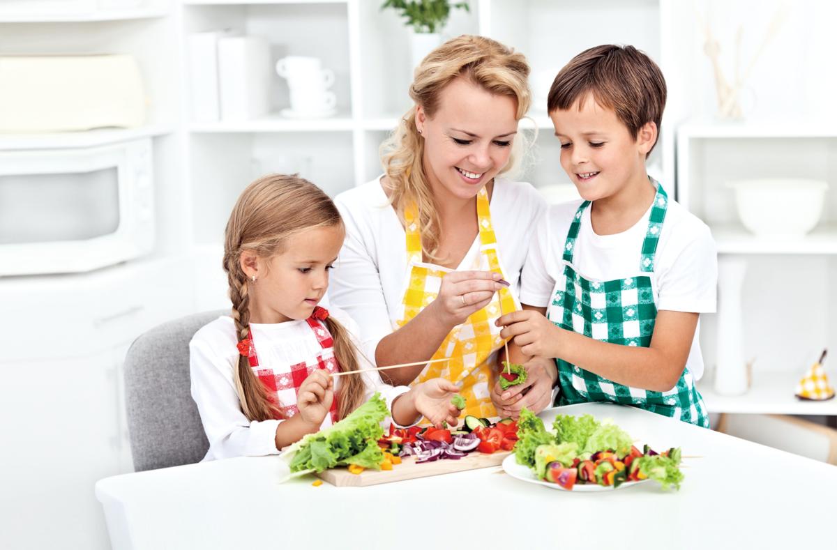 讓孩子參與食物製作,會提高他們的用餐興趣。