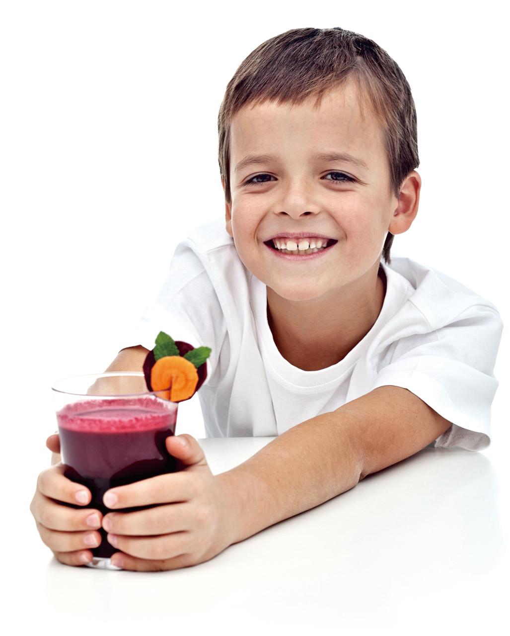 運用多元的食材打一杯果昔,可以幫孩子儲備需要的養份。