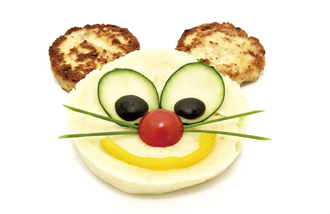 在食物上擺放花樣增加趣味性,孩子會更喜歡。