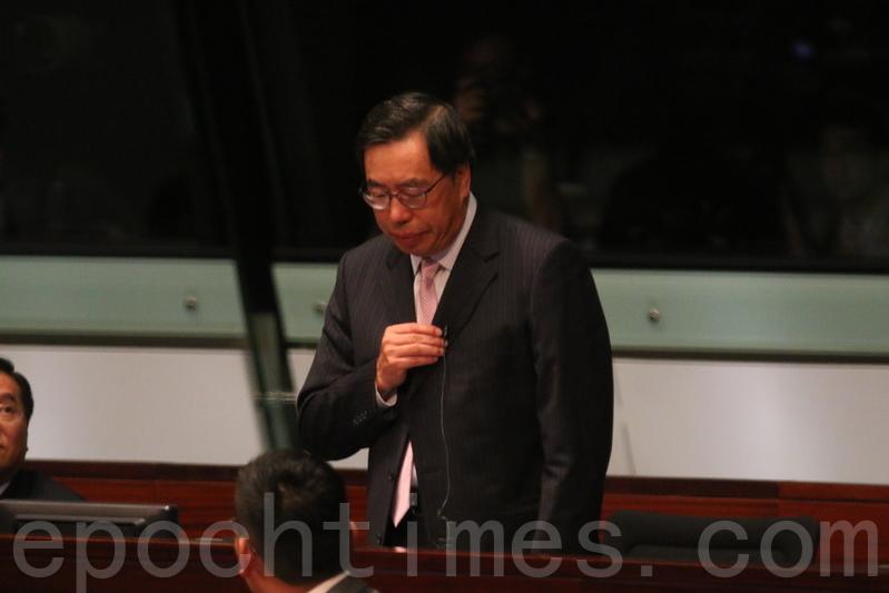 競逐新一屆立法會主席的梁君彥多次被非建制派議員,質疑其仍未能提出放棄英國國籍的實質證據(藍小鳳/大紀元)。