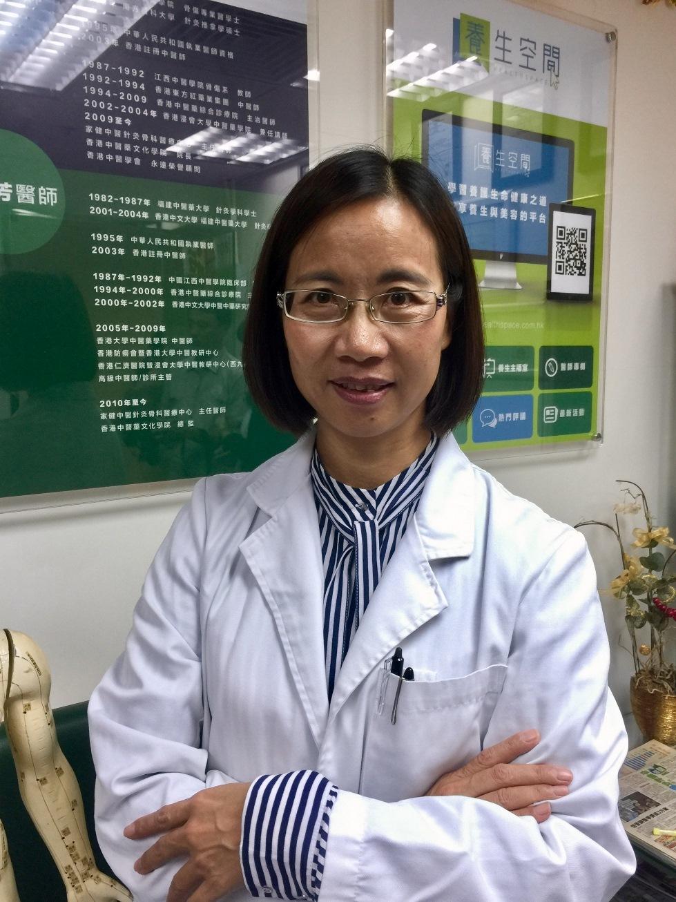香港中醫藥文化學院總監黃梅芳表示,透過食療調養,經絡按摩及情志療法三管齊下,可自我防範奶水不足,乳腺阻塞。(公關提供)