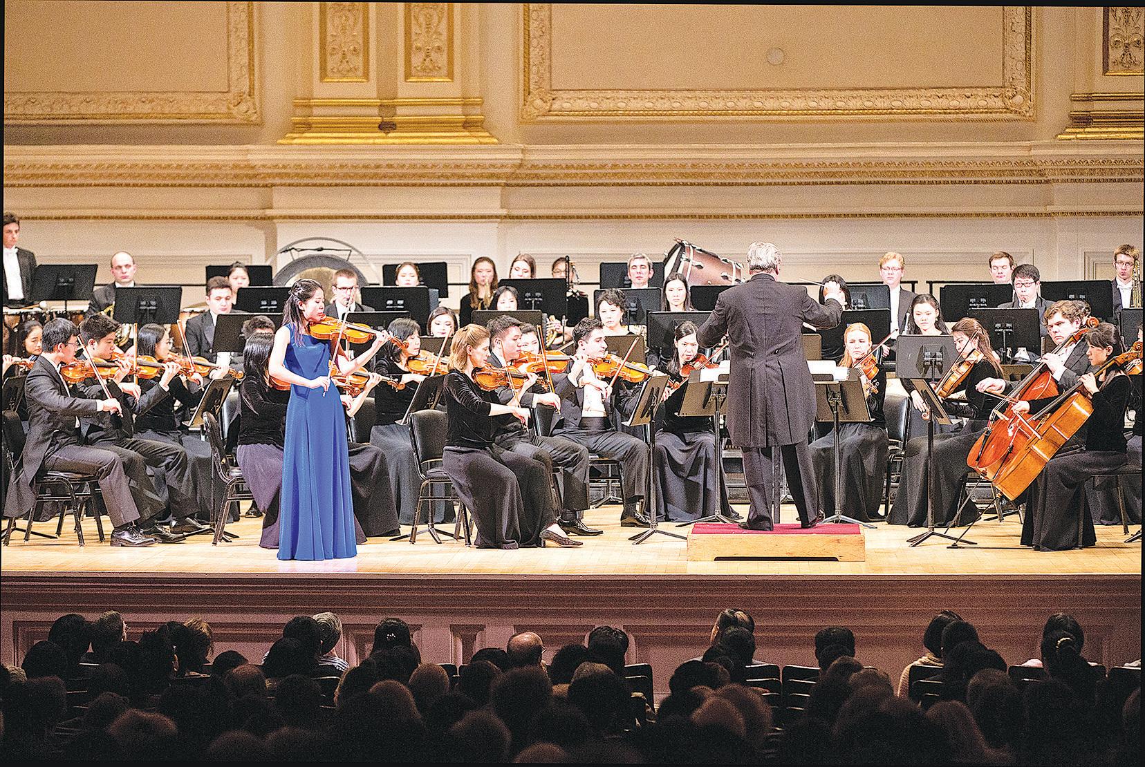 神韻交響樂團在紐約的卡內基音樂廳拉開2016年北美巡演序幕。(戴兵/大紀元)