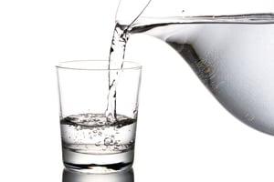 晨起喝甚麼好? 溫開水或涼白開水