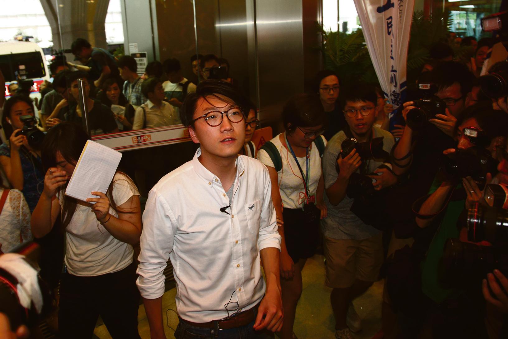曾抱有港獨主張的本土民主前線成員梁天琦,被選舉主任拒絕參選立法會,引起社會激烈反彈。(大紀元資料圖片)