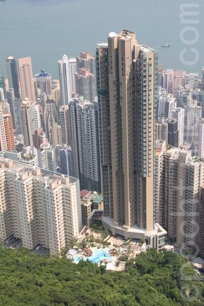 天匯39樓A室單位,實用面積2,355方呎,將於25日以交吉形式拍賣,開價1.05億元。圖為天匯樓盤。(大紀元資料圖片)