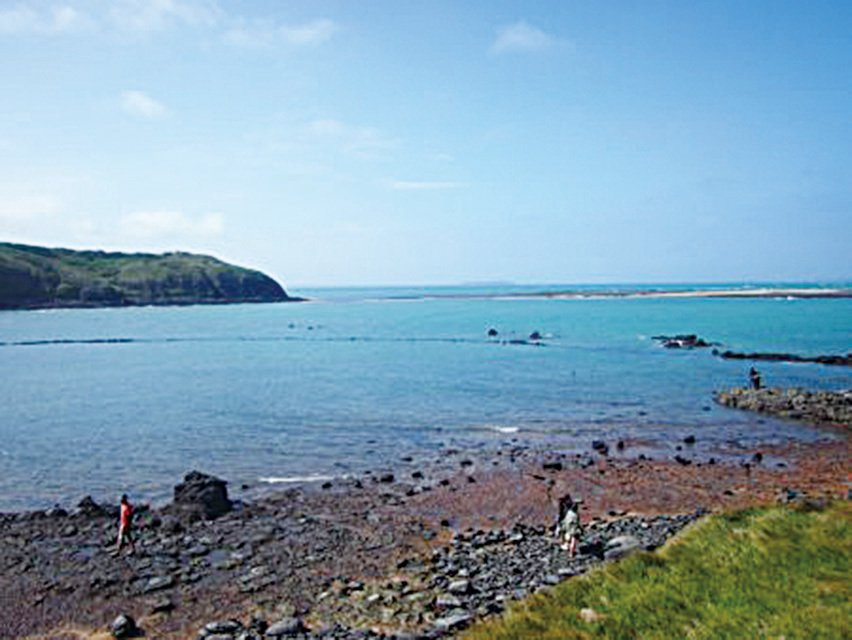赤嶼上的海景一角。