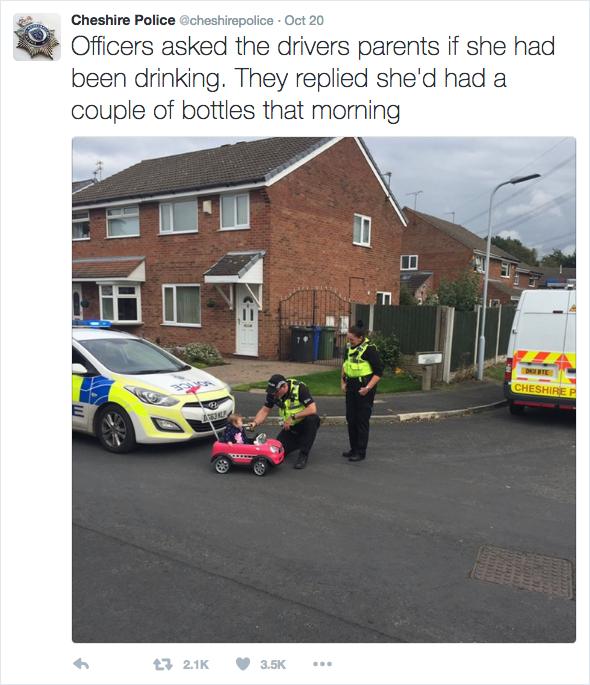 英國一名9個月大的寶寶因為駕車不穩被警察攔下。(Cheshire Police推特擷圖)