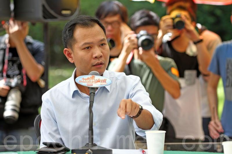 郭榮鏗表示未試過由特首提出司法覆核,質疑梁振英希望利用宣誓風波案件,製造政治籌碼,為自己連任鋪路。(李逸/大紀元)
