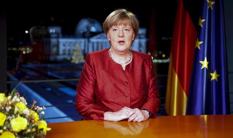 2015年12月30日,德國總理默克爾在新年文告中,請人民將破天荒的難民潮視為「明日的機會」,2015年歐盟最大經濟體-德國已接納超過百萬名尋求庇護的難民。(HANNIBAL HANSCHKE/AFP)