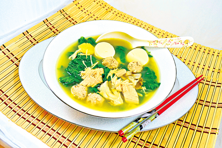 【梁廚美食】舞茸菇菠菜肉丸湯