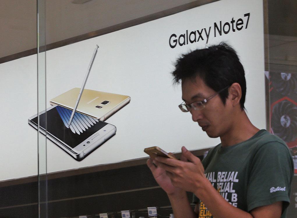 三星電子24日表示,凡是南韓客戶在退掉Galaxy Note 7(圖)、改選Galaxy S7作為替代手機後,三星將提供升級計劃。 (中央社檔案照片)