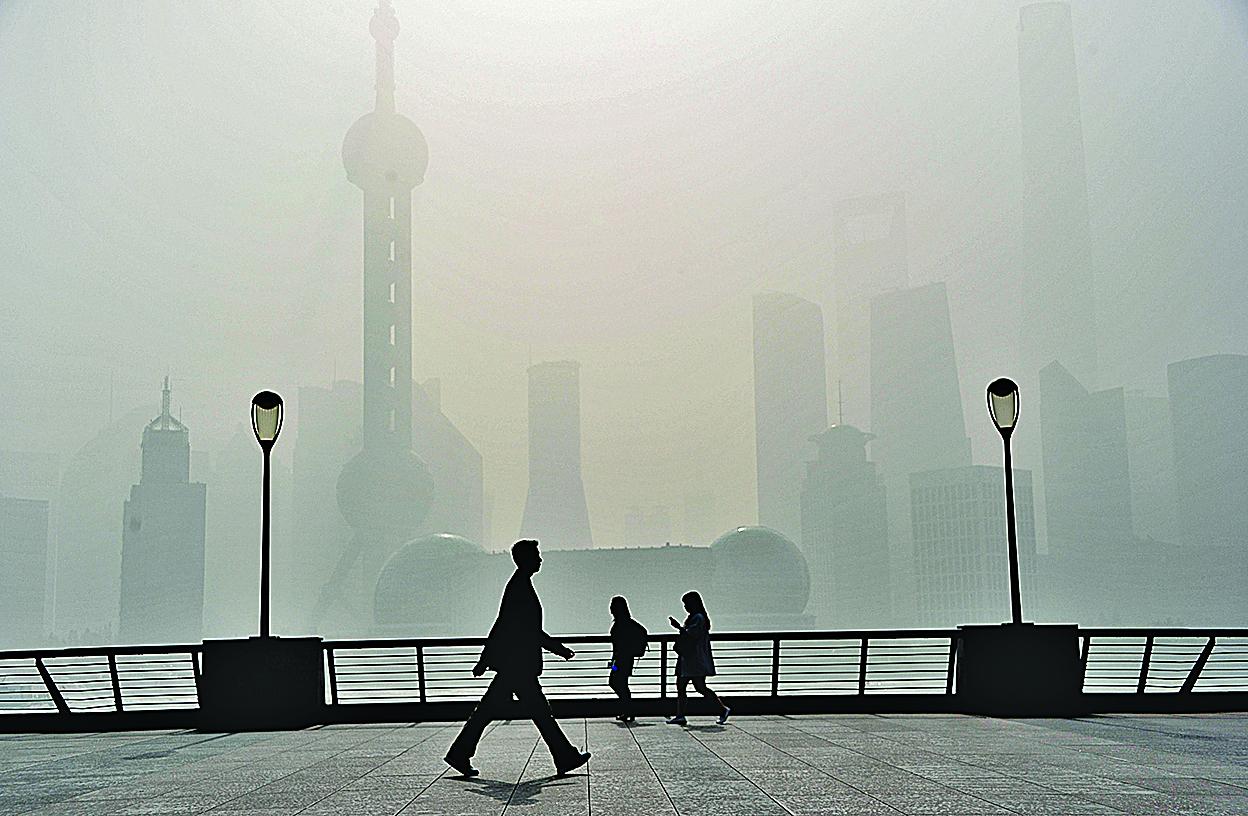 中國繁華表象的背後,蘊藏著深刻的危機。(大紀元資料室)