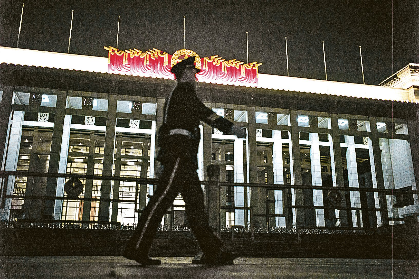 習近平利用六中全會發出信息:他的標誌性反腐運動遠未結束,他的權威沒有減弱。圖為天安門廣場。(Getty Images)