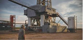 原油價格持續下跌,頁岩油企業以及油企或迎來破產潮。圖為美國頁岩油油井。(AFP)