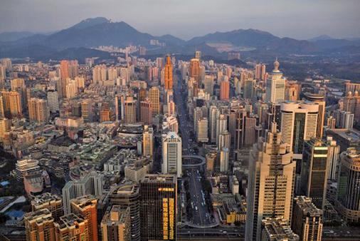 中共近日將收緊房地產開發商的融資渠道。圖為深圳市(Daniel Berehulak/Getty Images)