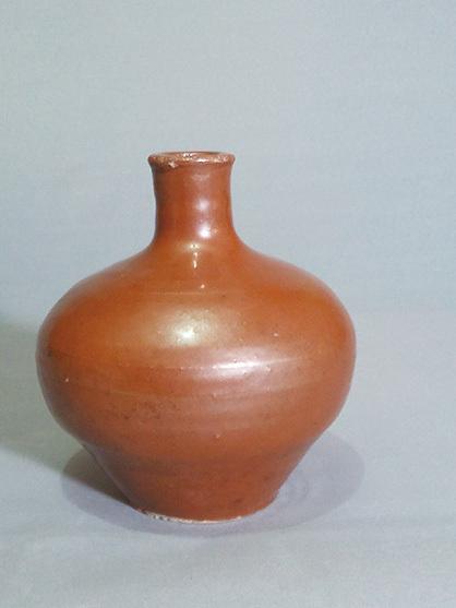 陳剛珍藏 北宋定窯醬(紫)釉弦紋瓶。