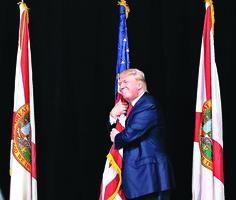「草根」特朗普對決「精英」希拉莉