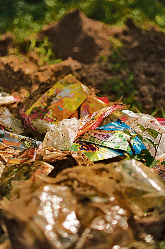 東江源頭的垃圾主要是生活垃圾,包括塑膠袋。(地球之友網頁)