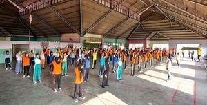 印尼巴淡島多個學校師生學煉法輪功