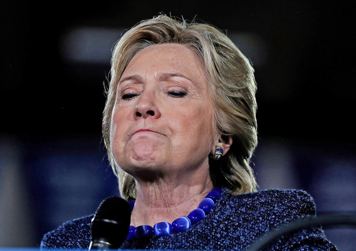美國聯邦調查局宣佈會重新調查民主黨總統候選人希拉莉的「電郵門」,分析認為在大選不足10日的時刻,有關消息已為希拉莉的選情帶來影響。(Getty Images)