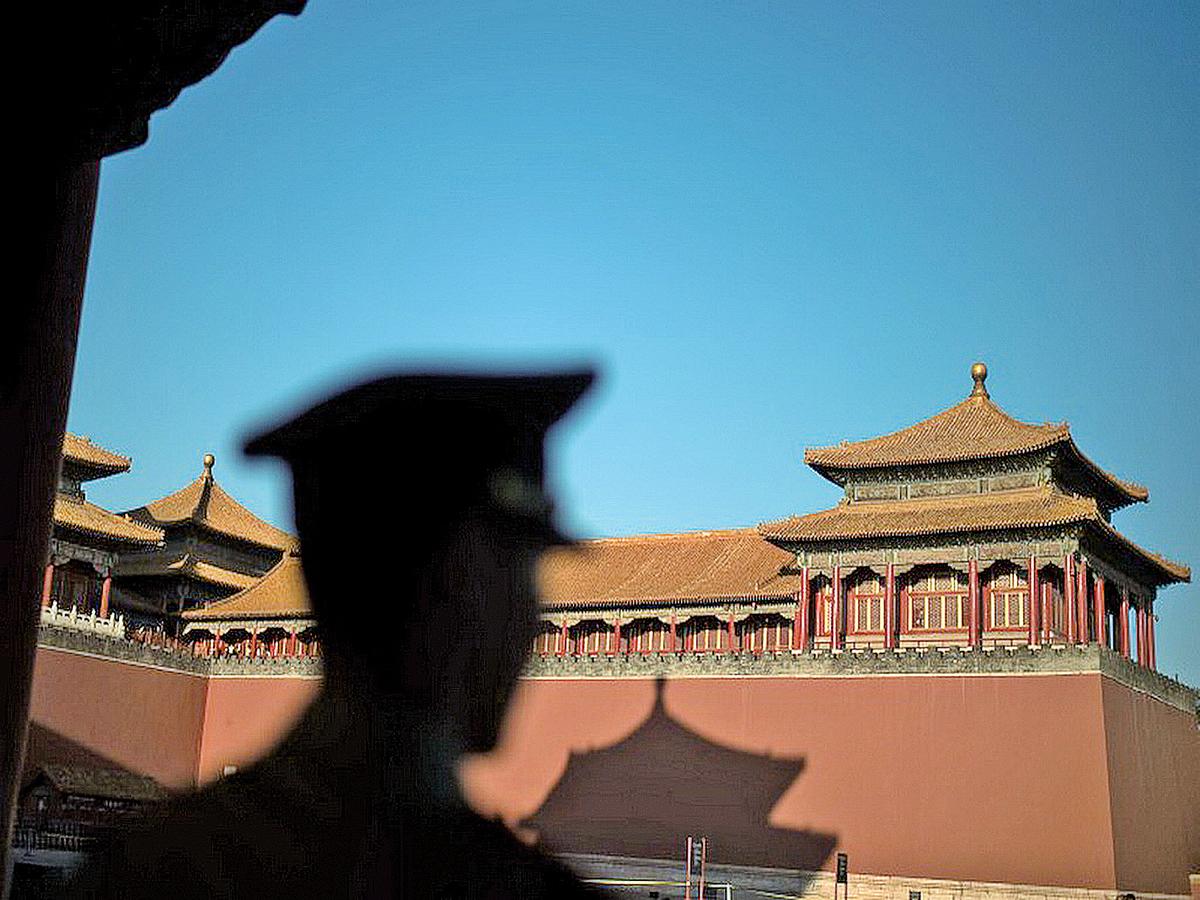 中共六中全會結束,分析指習當局釋放將處理江澤民的信號。(Getty Images)