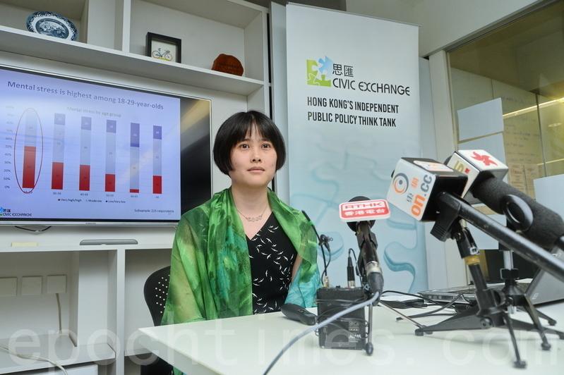 調查發現市民對香港整體社會的滿意程度低,18至29歲的受訪者中,希望離開香港的比例更達60%。(宋祥龍/大紀元)