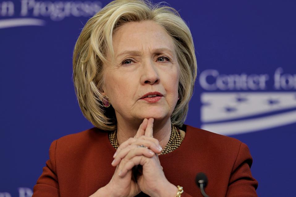 FBI宣佈重啟「電郵門」調查後,1日公佈的全美民調顯示,特朗普以46%對45%領先希拉莉1個百分點。(AFP)