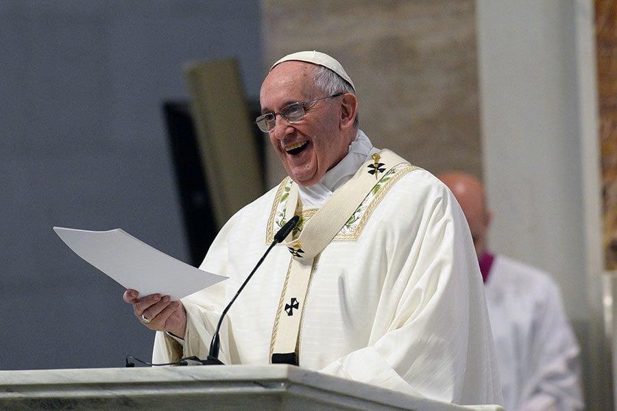 圖為教宗方濟各。(TED ALJIBE/AFP)