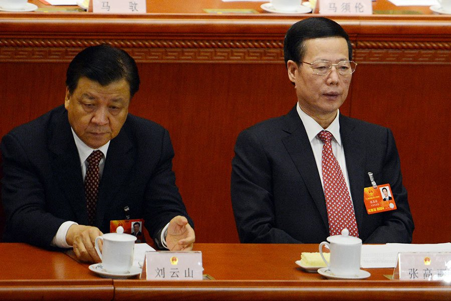今年十一長假期間,中共中央高層召開了五天政治局生活會議。據報,江派常委劉雲山、張高麗被列作「重點自我批評對象」,劉在檢查中承認有五大嚴重過失,張則承認瀆職。(GOH CHAI HIN/AFP/Getty Images)