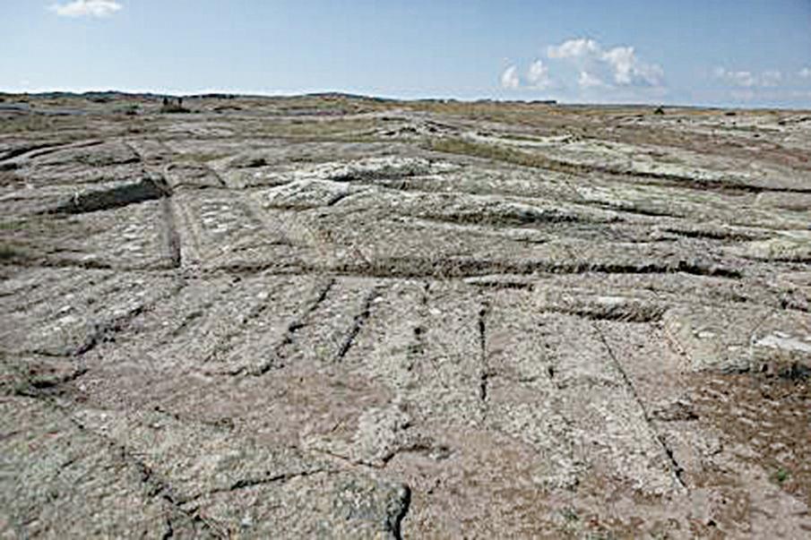 考爾泰平判斷,今天在土耳其弗里吉亞谷仍清晰可見的石化車轍,很可能是當地存在過的史前文明的貨車留下的。(Courtesy of Dr. Alexander Koltypin)