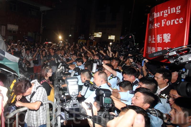 數千人包圍中聯辦抗議釋法