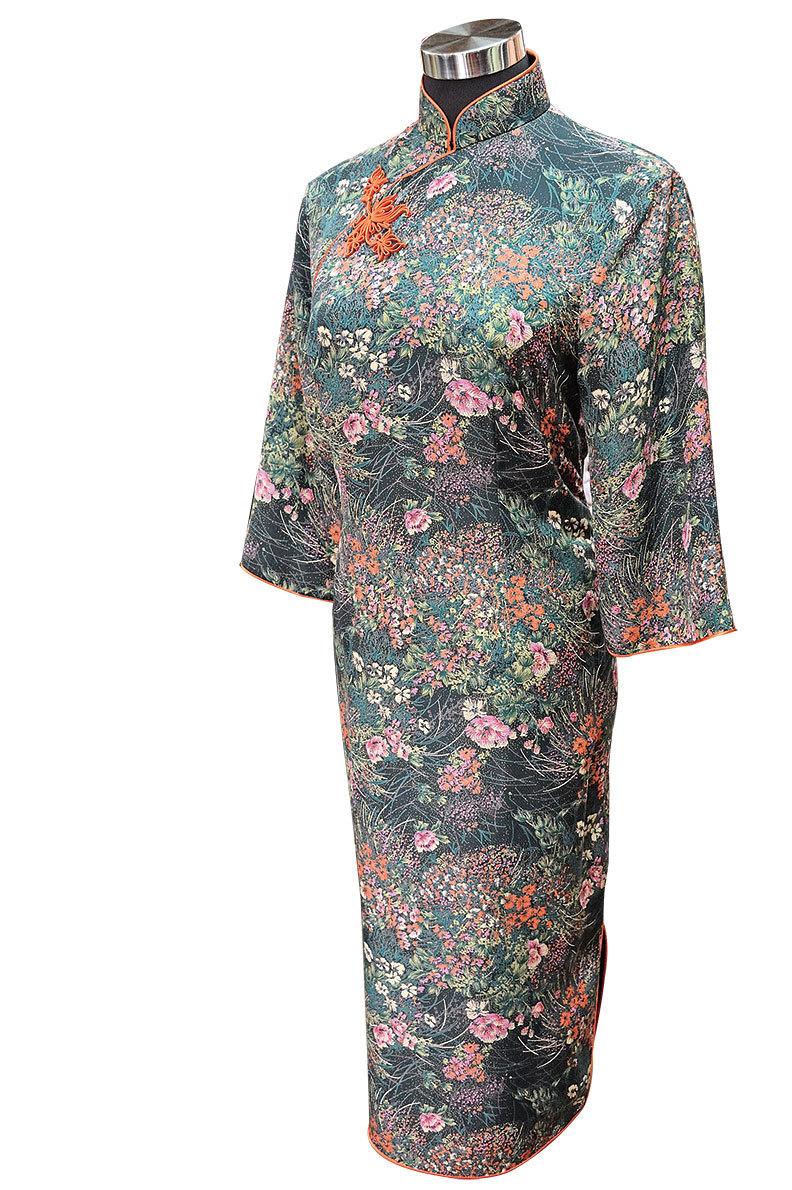 一款很傳統的旗袍