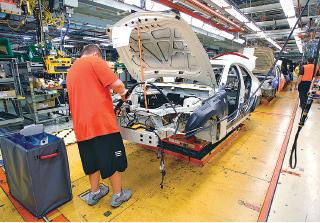 油價下跌對汽車銷售業有正面影響。(Getty Image)