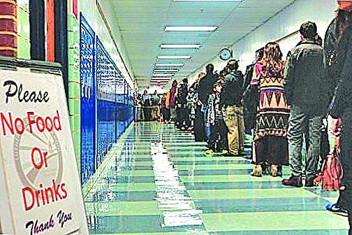 維州投票站清晨5點現人龍