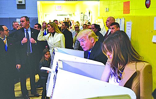 美國共和黨總統候選人特朗普8日在住所附近票站投票。(Getty Images)