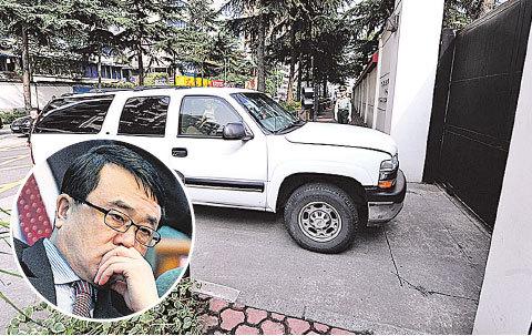 美國駐成都領事館。2012年2月6日,前重慶市副市長、公安局局長王立軍(小圖)逃入該領館,觸發中共高層分崩。(Getty Images)